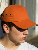 Cepure ar nadziņu.